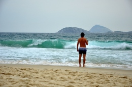 """Shoul I stay or should I go?"" :) Ipanema waves"