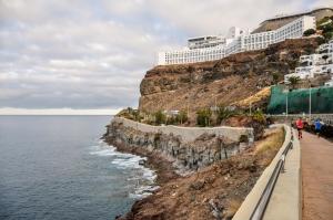 beach promenade between Purto Rico and Playa Amadores